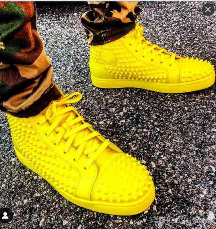 Ucuz Satılık Sarı Süet / Deri Dikenler Sneakers Yüksek Top Erkekler Sneaker, Lüks Tasarım İtalya El yapımı Eğitmenler Doğum Elbise Parti Hediye
