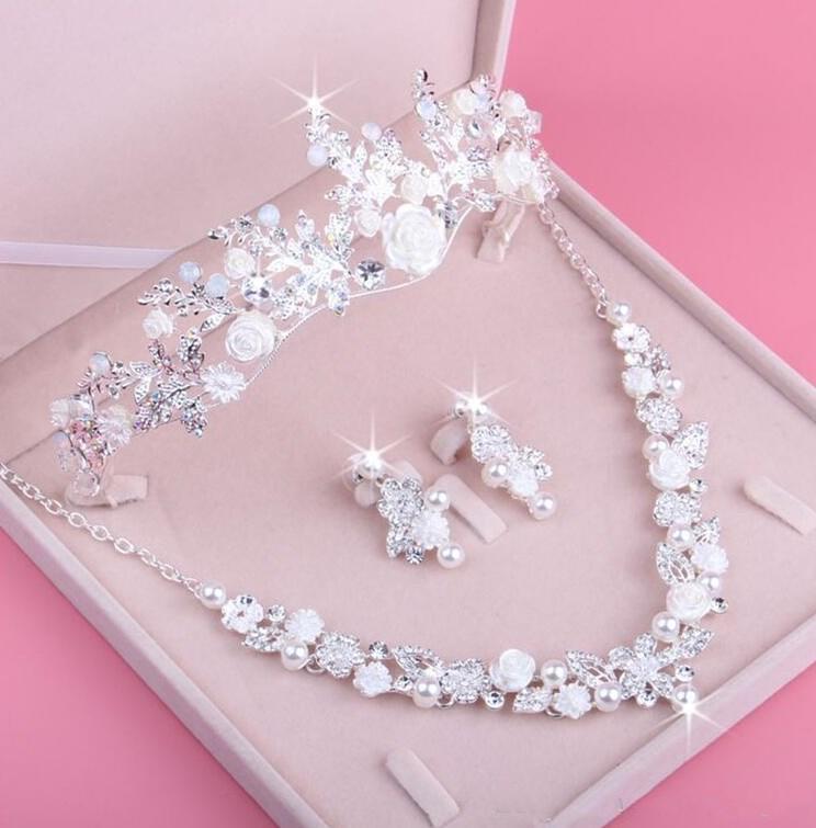 Nuovo arrivo tre pezzi di gioielli sposa set collana orecchini piercings accessori per feste di nozze donne fiori di fiori corona / tiara
