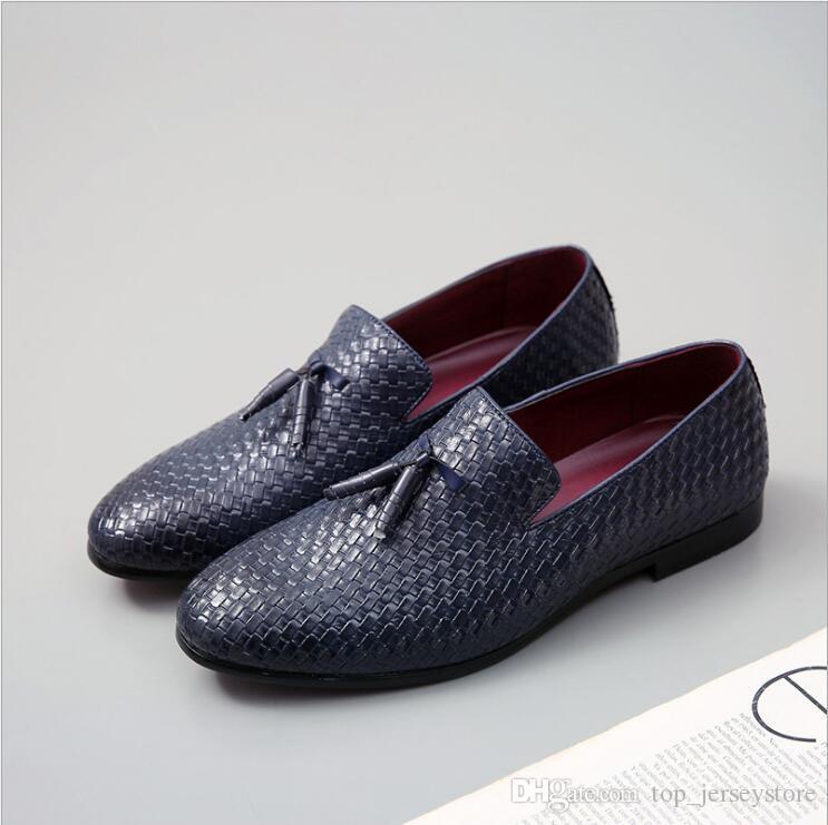 Sapatos de 2019 vendas quentes Moda Couro respirável Homens Artificial macia Deslizamento-em Mocassins Homens sapatos pretos marrom mens casamento vestido de sapato