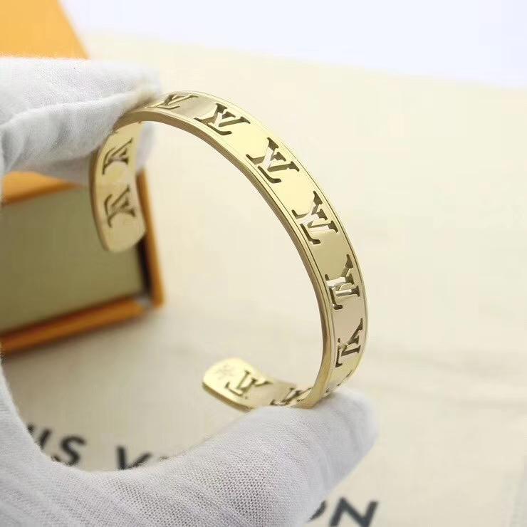A4 European and American fashion new L brand shell men and women bracelet L steel titanium V letter bracelet wholesale