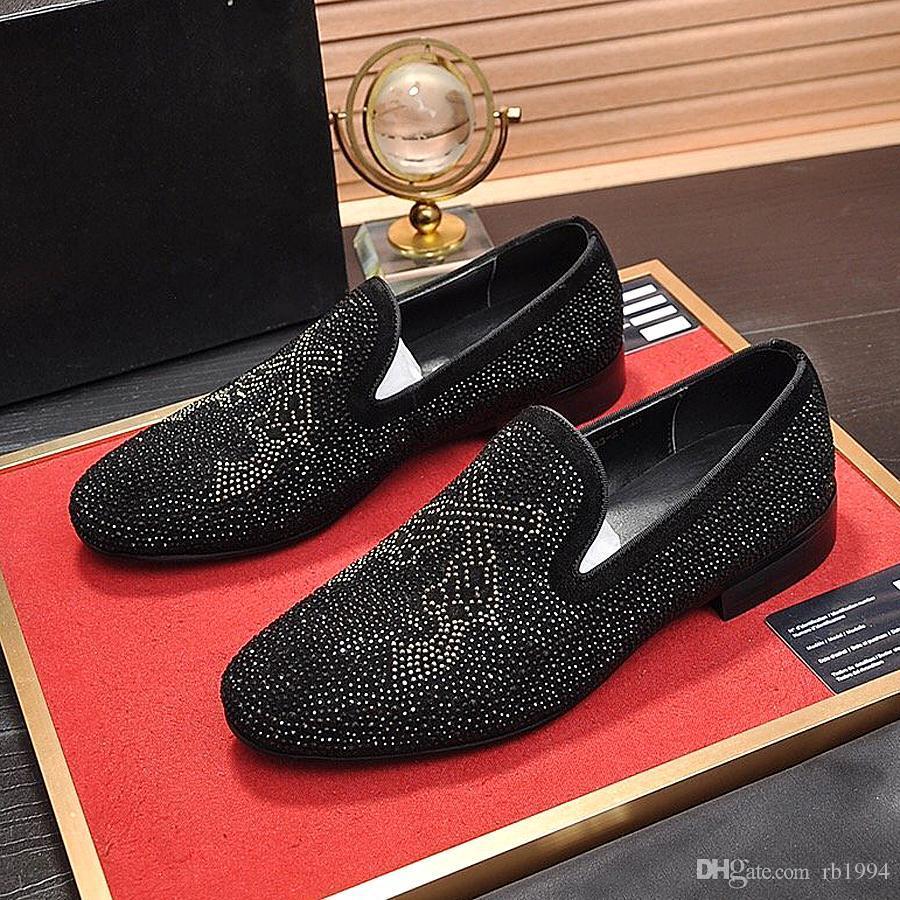New alta qualidade sapatos de designer de moda masculina plana sapatos de couro strass homens moda sapatos vestir sapatos escorregadios ocasional diamante s pontiagudas