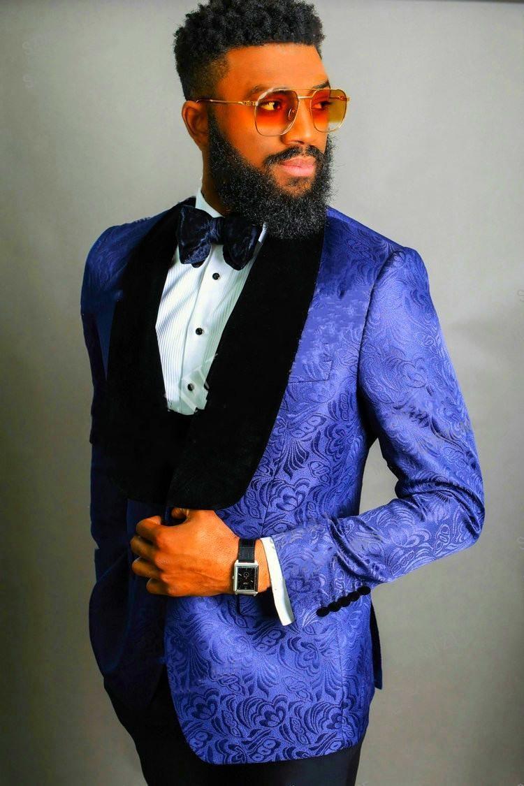 Royal Blue Тиснение Groom Tuxedos черный отворот дружки свадебные 3 шт костюм Популярные Мужчины Бизнес Пром куртка Blazer (куртка + штаны + Tie + Vest)