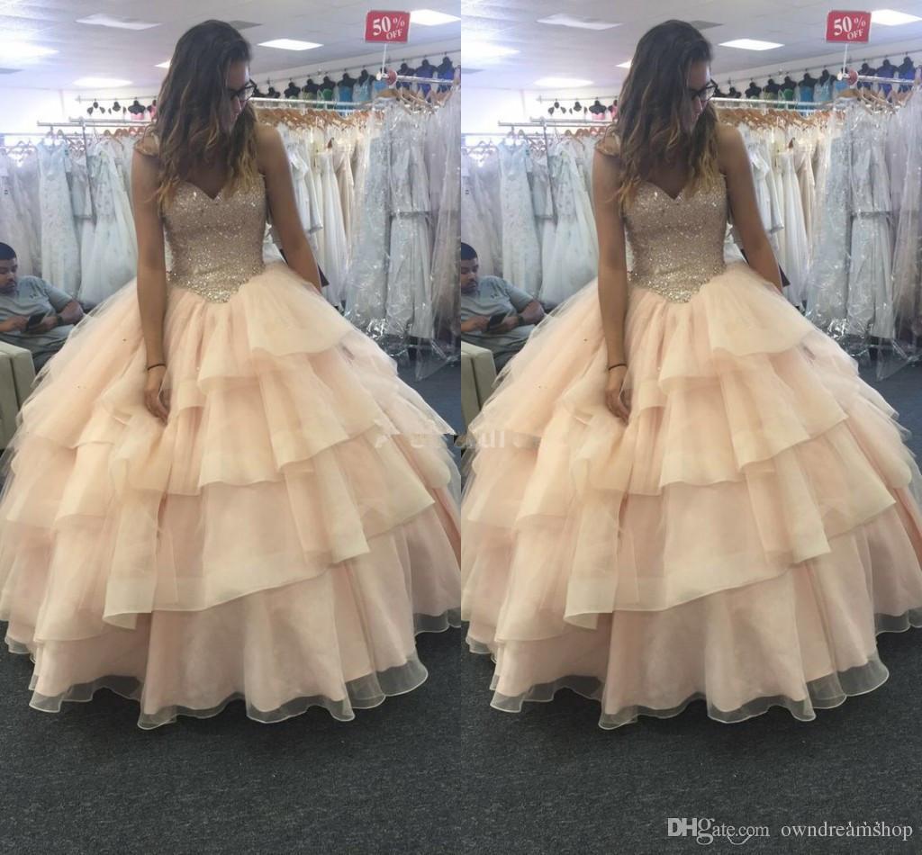 2019 stilvolle Tiered Quinceanera Kleider Tiefem V-ausschnitt Perlen Charming Formal Party Abendkleider Elegante Vestidos De Fiesta Für Sweet 16 Benutzerdefinierte
