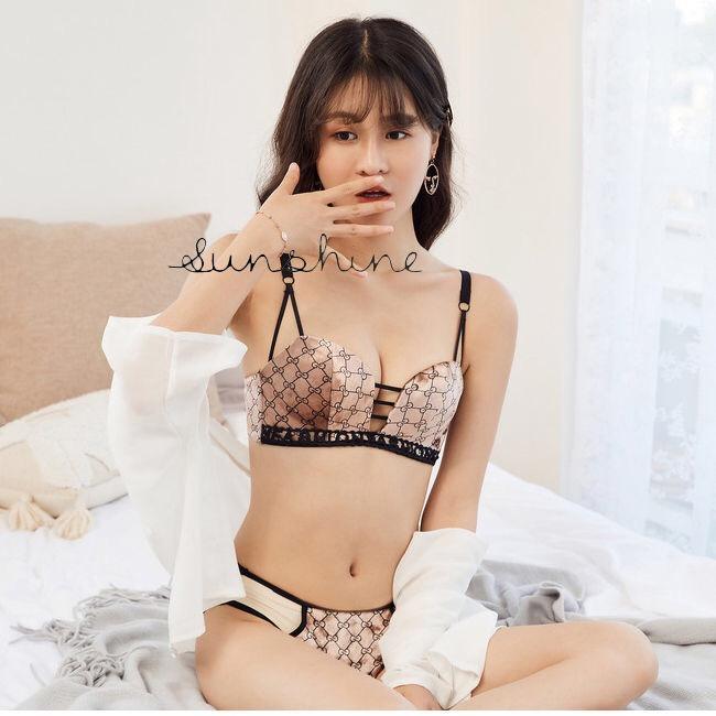 Qiu dong nicht Stahlring dünne Schalenunterwäsche der Knospe silk höhlen heraus reizvolle kleine Büsten weibliche Raffungen Samt BH-Set haben