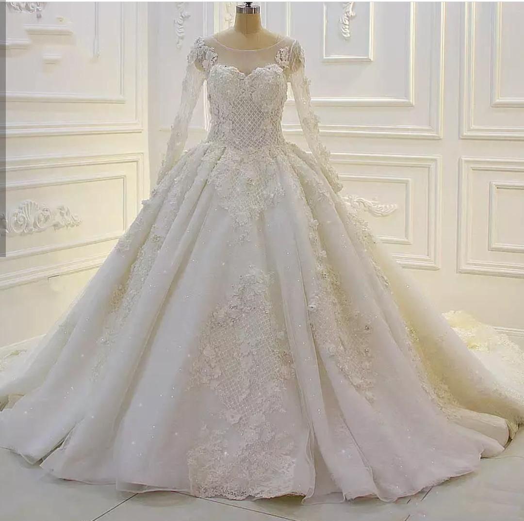 Castle Splendido gioiello Ball Gown Applique in pizzo con perline cristalli maniche lunghe Lunghezza del pavimento Custom Made Abiti da sposa Abiti da sposa