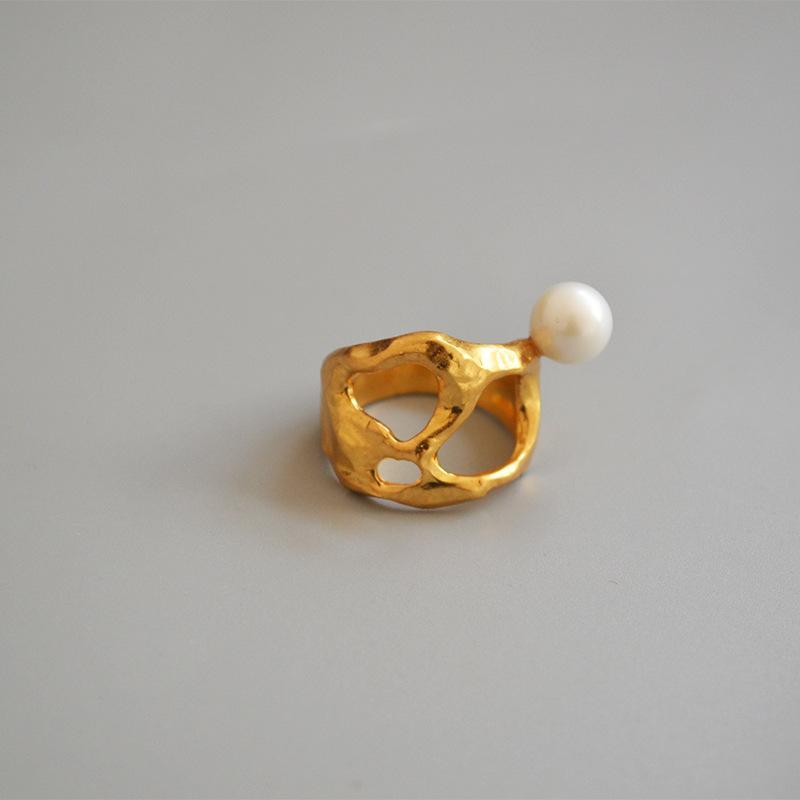 Kadınlar için CMajor Trendy Pirinç Mücevher Avrupa ve Amerikan Tarzı Yaratıcı Düzensiz Hollow İnci Yüksek Kalite Moda Yüzük