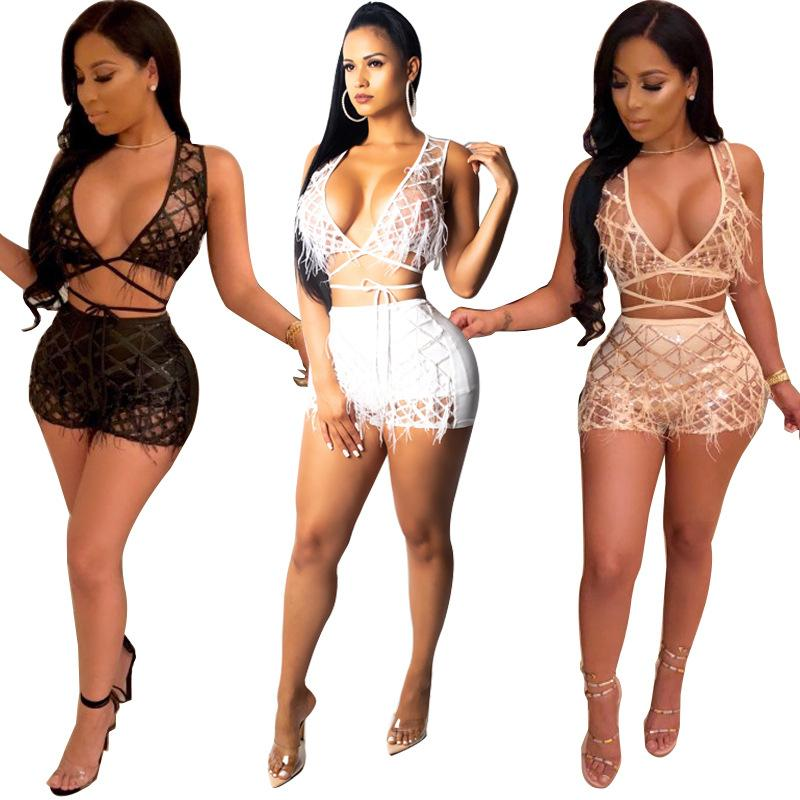 Perle Feather Plaid Paillettes Sexy Two Piece Set Donna Night Club Costume Deep V Neck senza maniche Crop Top + Shorts Outfit