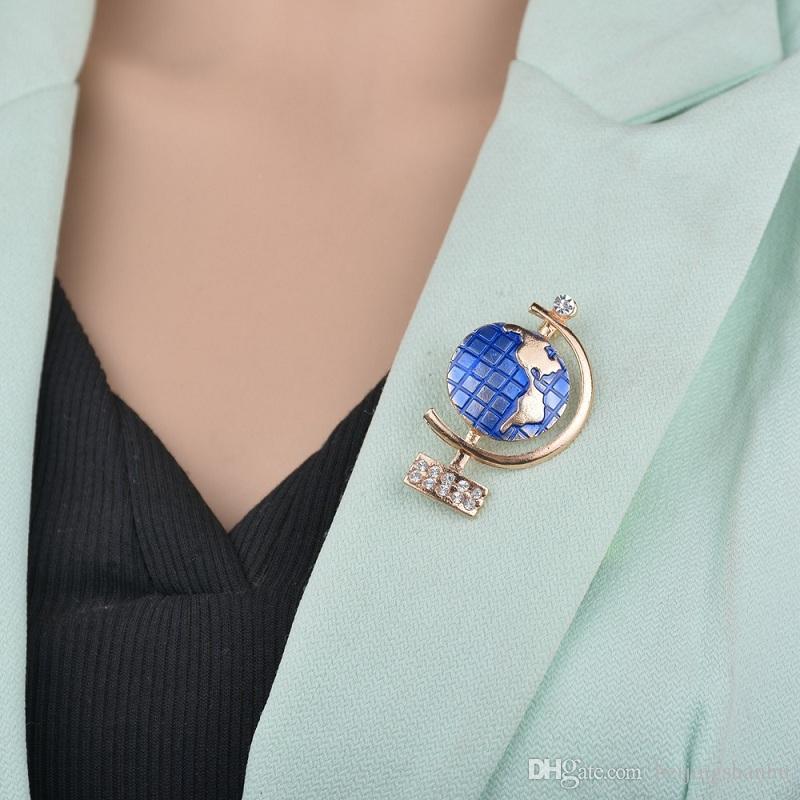 Smalto blu di alta qualità oro Globe spilla pin migliori regali per le donne strass Spille Suit Accessori B214