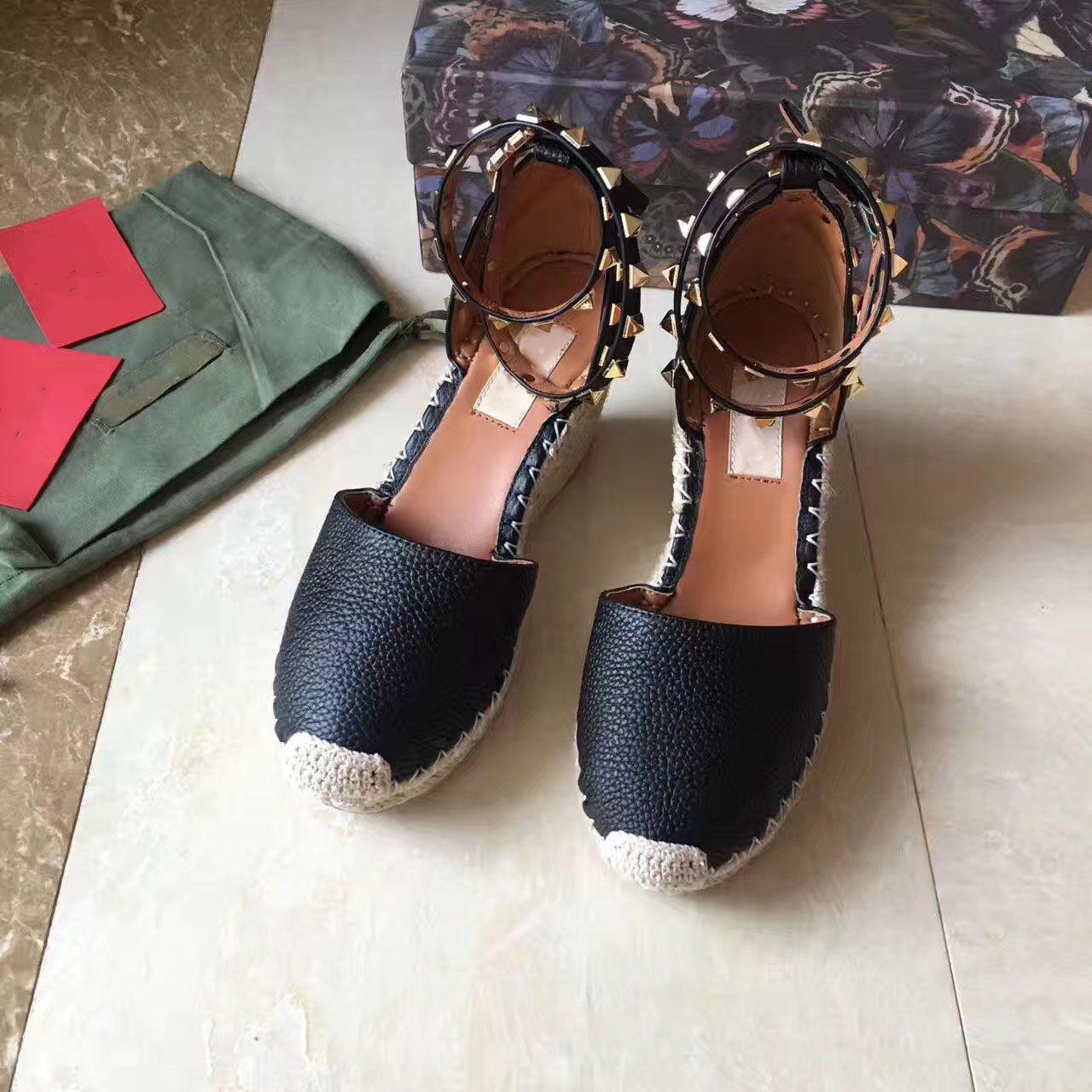 Europäische großen Namen Luxusgüter, neue Art Damenschuhe, feine Absatzschuhe, Sandalen, formale Schuhe, Webstoff Sohle aus echtem Leder, Nieten 8cm Ferse