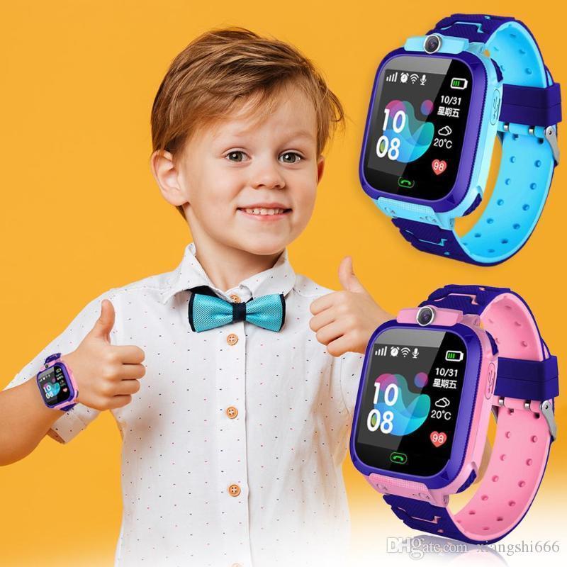 Inteligente niños del reloj de la cámara de iluminación de la pantalla táctil de la pantalla táctil de llamada SOS LBS de seguimiento Localizador niños inteligentes Reloj Bebe