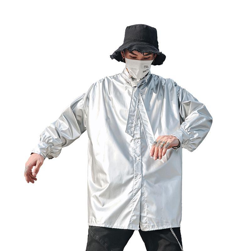 Gli uomini a maniche lunghe Tie collare brillante allentato Silvery camicia maschile Streetwear Hip Hop Party Dress shirt cappotto costumi di scena
