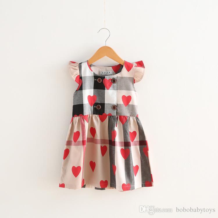 Kız bebekler tasarımcı Elbise Ekose Elbise Kalp Baskı Giyim Fly Kol Kız Giyim vestidos B49 otoyoluna girmek için Bebek Çocuk Elbise