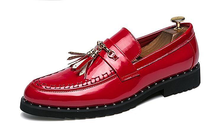 Di lusso fatti a mano in pelle nera scarpe da uomo moda rivetti scarpe maschili nappa mocassini da uomo a spillo disegni uomo appartamenti Z202