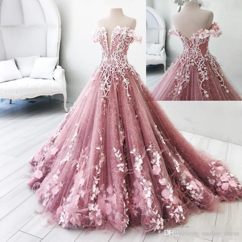 Dusty Pink Quinceanera Robes Élégant De L'épaule Plongeant 3D Floral Applique Plume Balayage Doux 15 16 Anniversaire Robe De Bal