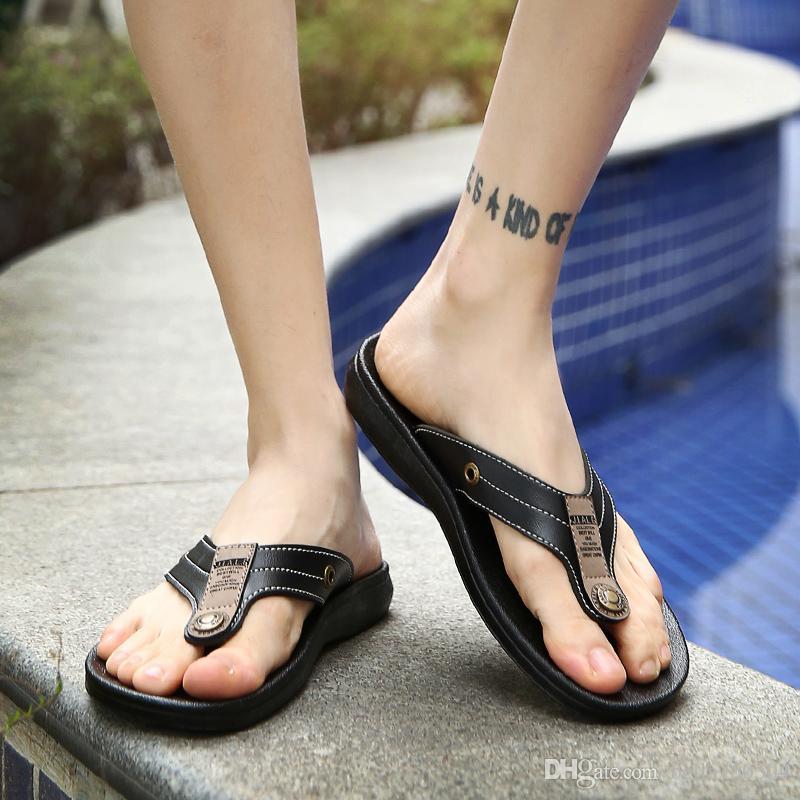 BOA qualidade Designer de Chinelos de Marca Sandálias de Couro dos homens Sapatos de Slides de Verão Escorregar Plano Largo Com Sandálias Grossas chinelos chinelos de praia