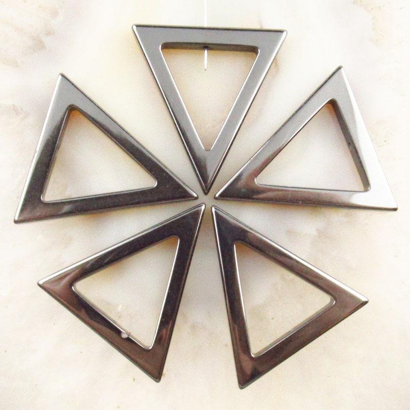 Venta caliente de moda 10 unids hematites triángulo 32x31x4mm accesorios colgante accesorios de bricolaje