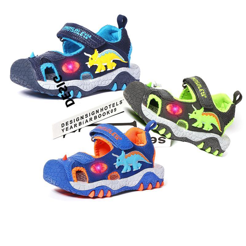2020 Летний пляж мальчиков Обувь 3D Dinosaur LED Дети сандалии загораться Малыш Мальчик Сандалии Спортивная Покрытием Детские тренажеры