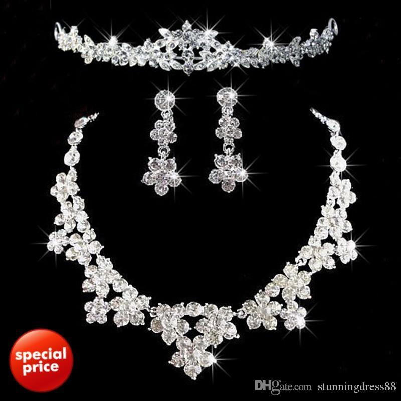 2020 Romantik Kristal Üç adet Çiçekler Gelin Takı 1 Set Gelin Kolye Küpe Taç Çelenkler Düğün Aksesuarları Ücretsiz Kargo