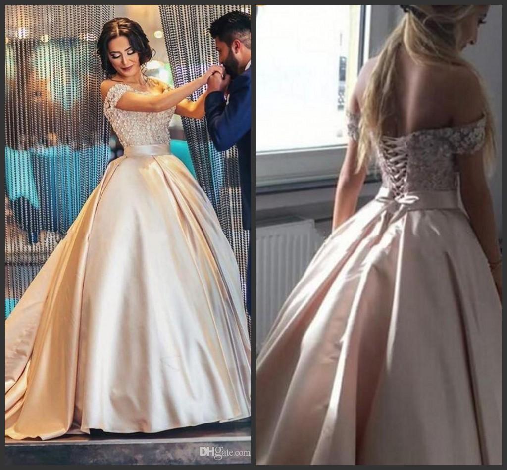 Champagne chérie épaules robe de bal Quinceanera dentelle satin Taille Plus Appliques Arabie arabe Robes de bal Bonbon 16 Robe