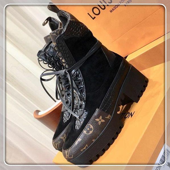 Stivali invernali 2019 Donne di età media Scarpe Stivali da donna in pelle nera Moda stivali punta rotonda signore Bottes Femmes Laureate deserto Platform