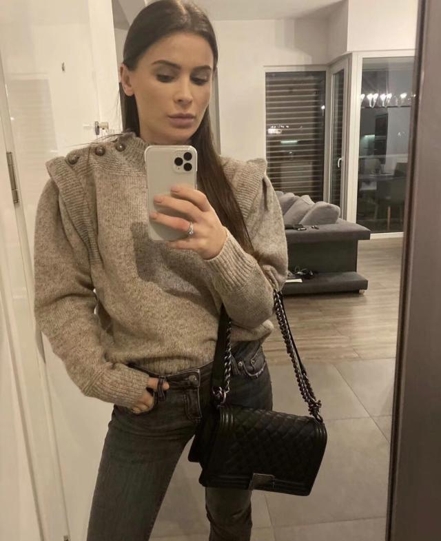 Meery Шерстяные свитера воротник стойка плеча Кнопки с Ruffled длинными рукавами Мода Женщина Jumper 2020