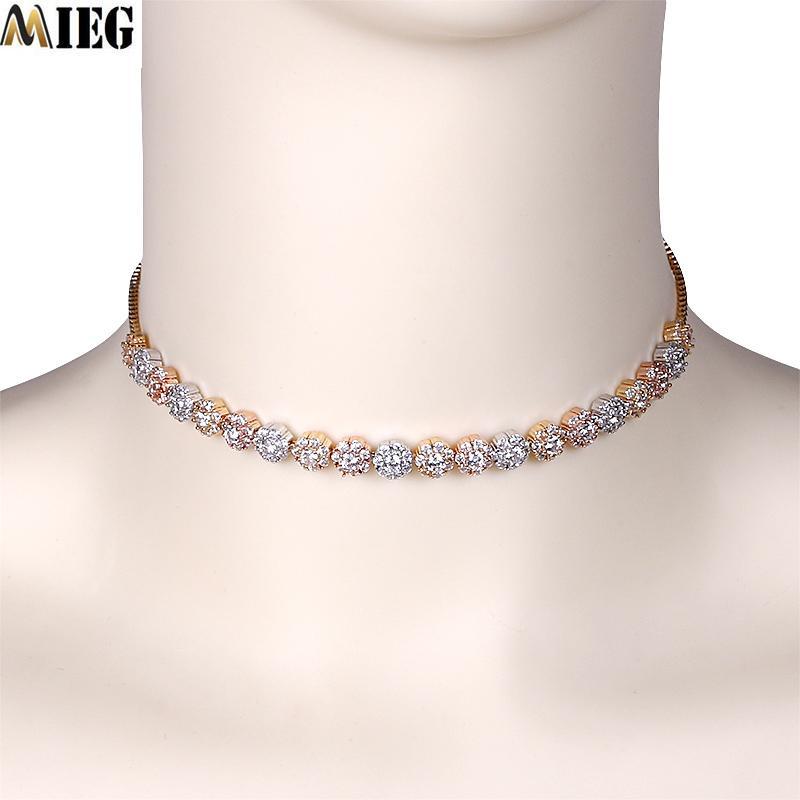 MIEG funkelnde Kristall Kuchen Form Zirkonia-Halskette für Frauen Zircon-Goldfarben Kragenchoker