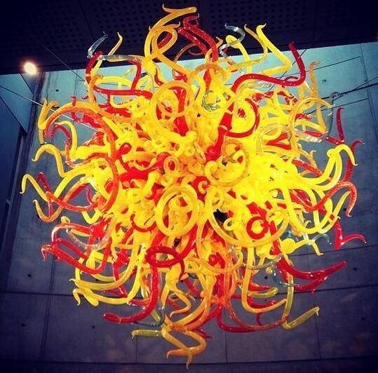 Lampade gialle e rosse decorazione di nozze lampada a sospensione a led rotonda fatta a mano in vetro soffiato in vetro di Murano candeliere personalizzato