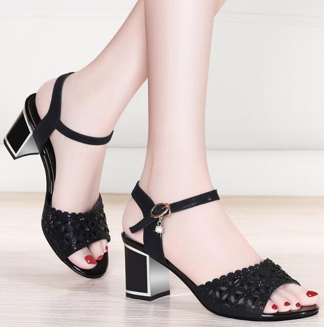 2019 été nouvelle boucle avec les femmes à talons hauts-creux sandales épais avec la bouche de poissons sauvages femmes couleur unie sandales