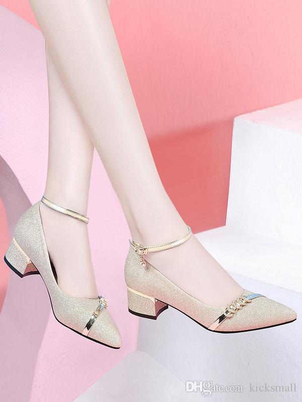 2019 Sommer Frauensandelholzen Mode Schuhe mit Diamanten