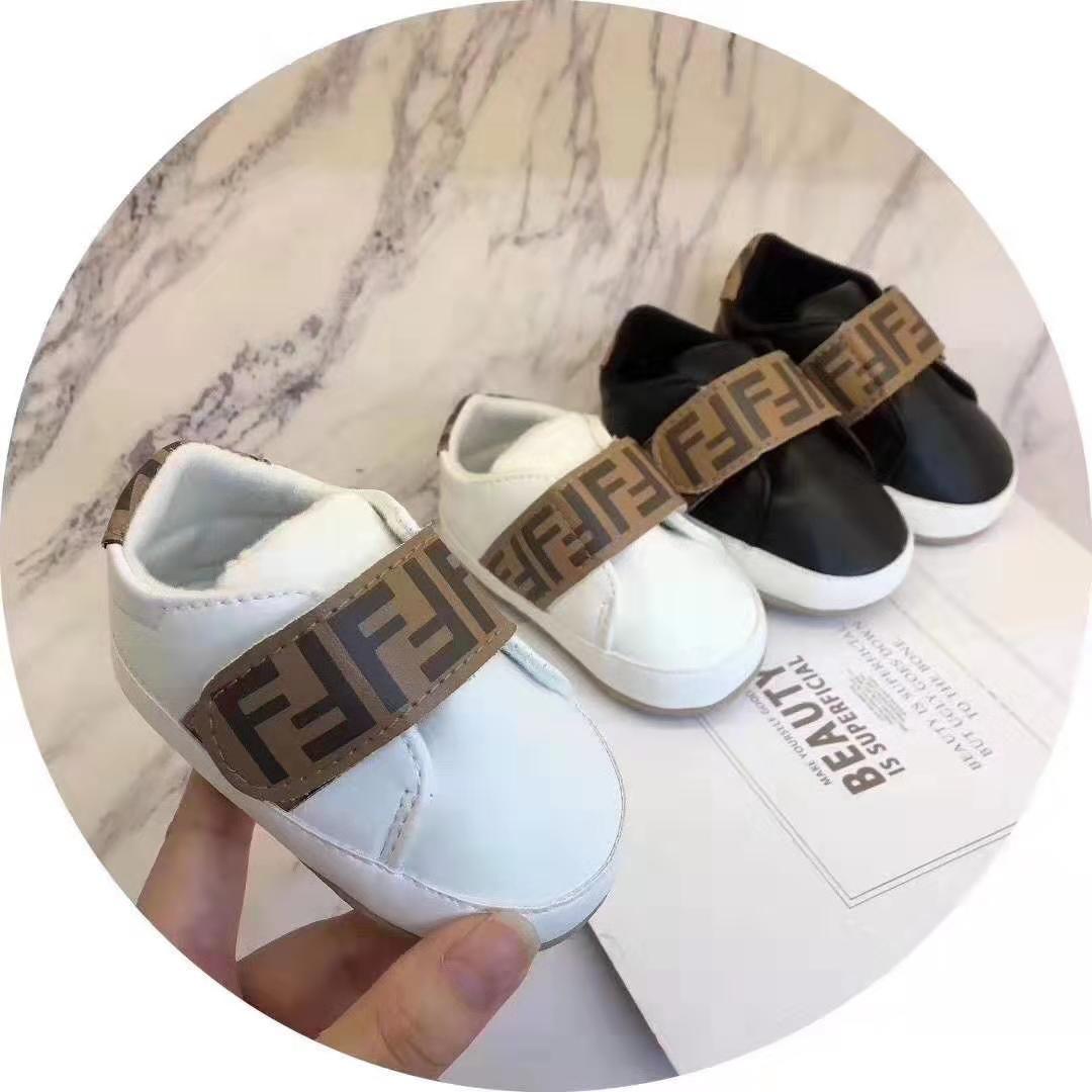 Designer Baby First Walker alta qualidade bebê Sapatilhas bebê recém-nascido Meninas Meninos suave Sole Calçados Criança Crianças Prewalker infantil Sapatos casuais