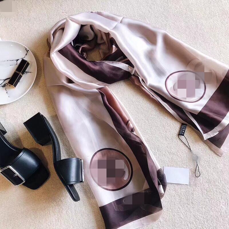 Yüksek kaliteli yumuşak İpek Şal Moda Kadınlar Fular Klasik Baskılı Eşarp İlkbahar Ve Yaz Plaj Şal Wifth Etiketi