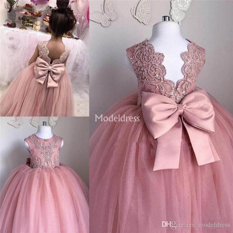 Güzel Dantel Yeni Çiçek Kız Elbise Geri Bow Tül Aplikler Kızlar İlk Communion Elbise Sevimli Kutsal Çocuk Brithday Parti Modelleri Özel 2020