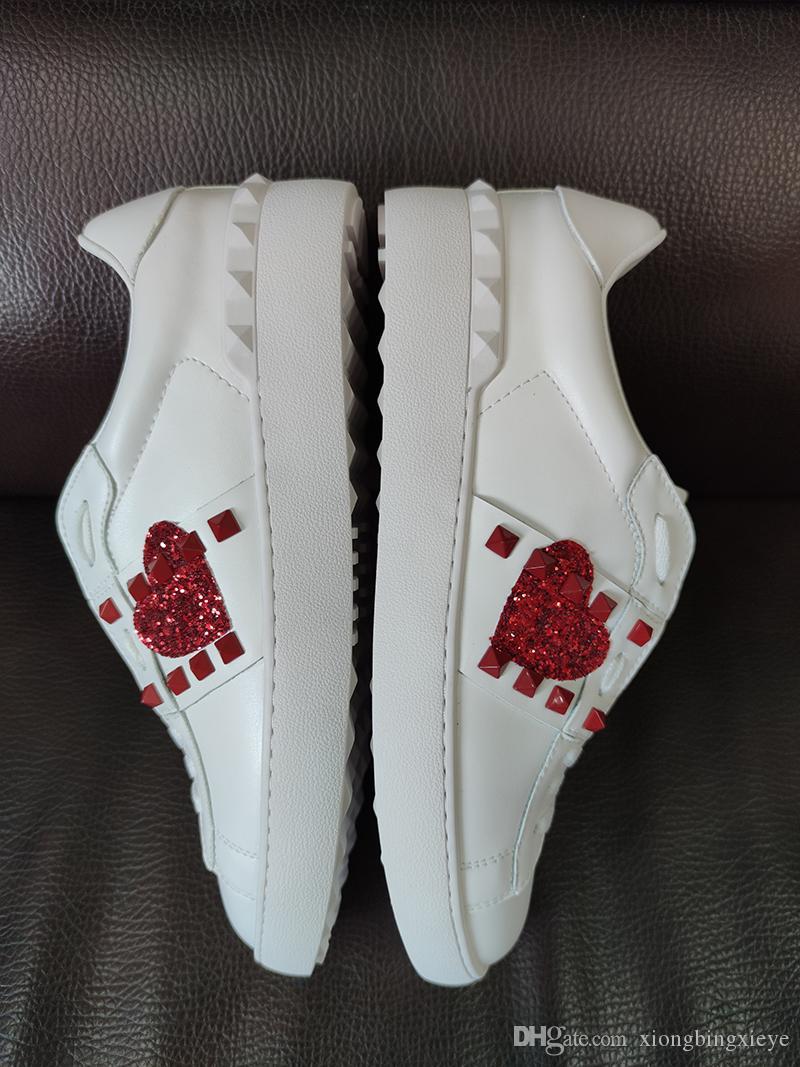 Les nouveaux hommes d'impression et les créateurs de mode en cuir blanc de luxe femmes ananas fraise amour rivet chaussures casual de luxe baskets