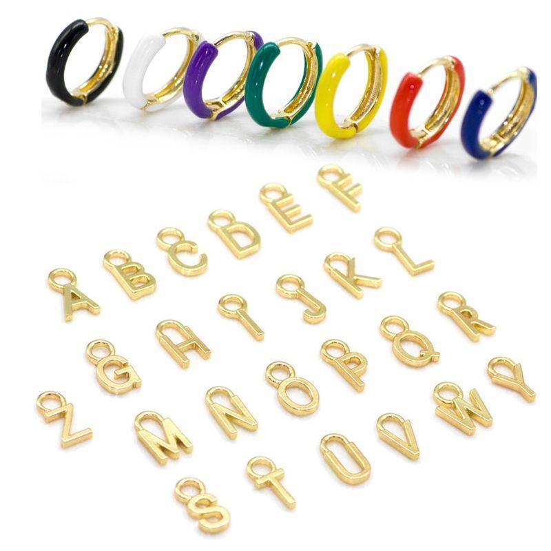 1 Set Golden 26 englischer Buchstabe-Initiale Alphabet Charm Emaille Halb-Band-Ohrringe Frauen arbeiten Schmucksachen für Frauen Mädchen