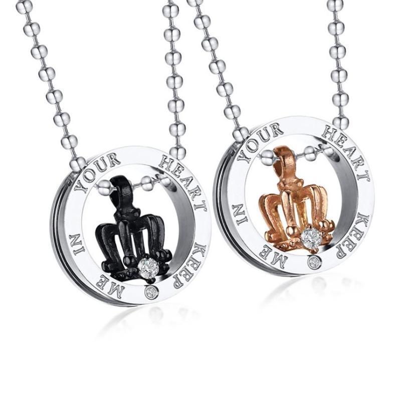 Anhänger Halsketten Klassische Krone Schwarz Gold Halskette Paar Strass Persönlichkeit Frauen Männer Brief Beads Kette Schmuck für Liebhaber