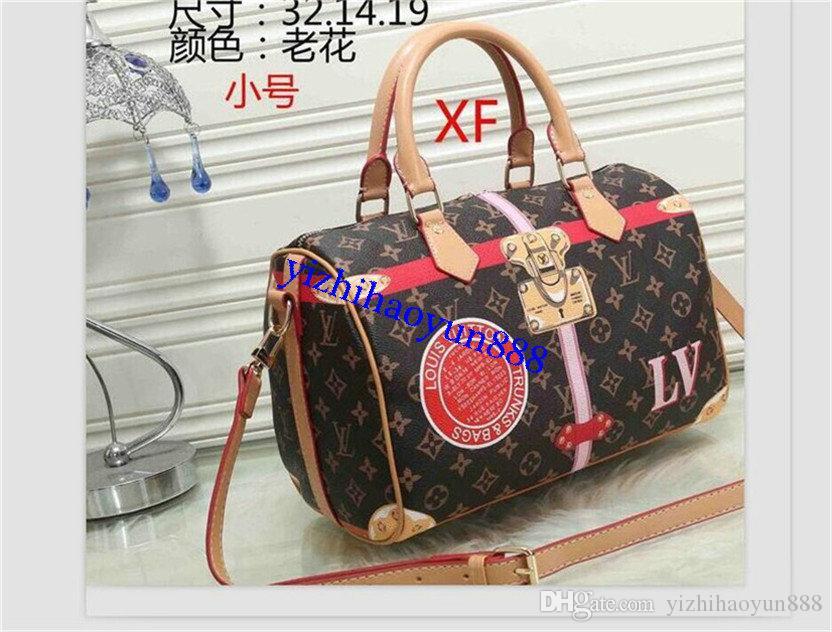 I progettisti uomo borsa borse di lusso borse borse a tracolla Crossbody di buona qualità in pelle in stile classico con la borsa di polvere A06