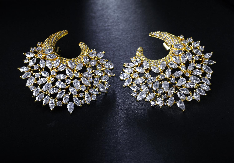 Moda-Muhteşem Küpe! Beyaz Taşlı Büyük Olağandışı küpe ile altın plaka