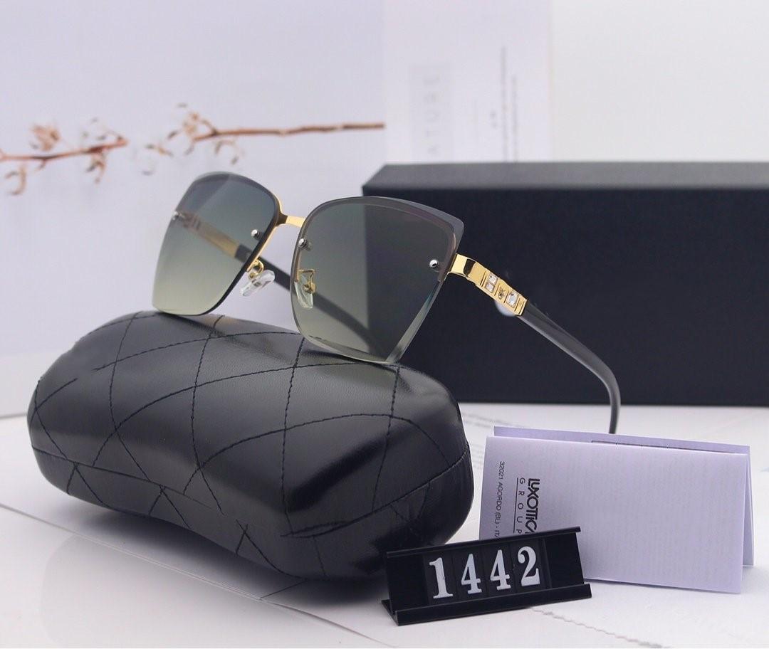 A elegantes unidades mujer un par de gafas de sol grandes del marco de alta definición con lentes de resina polaroid HD 1442