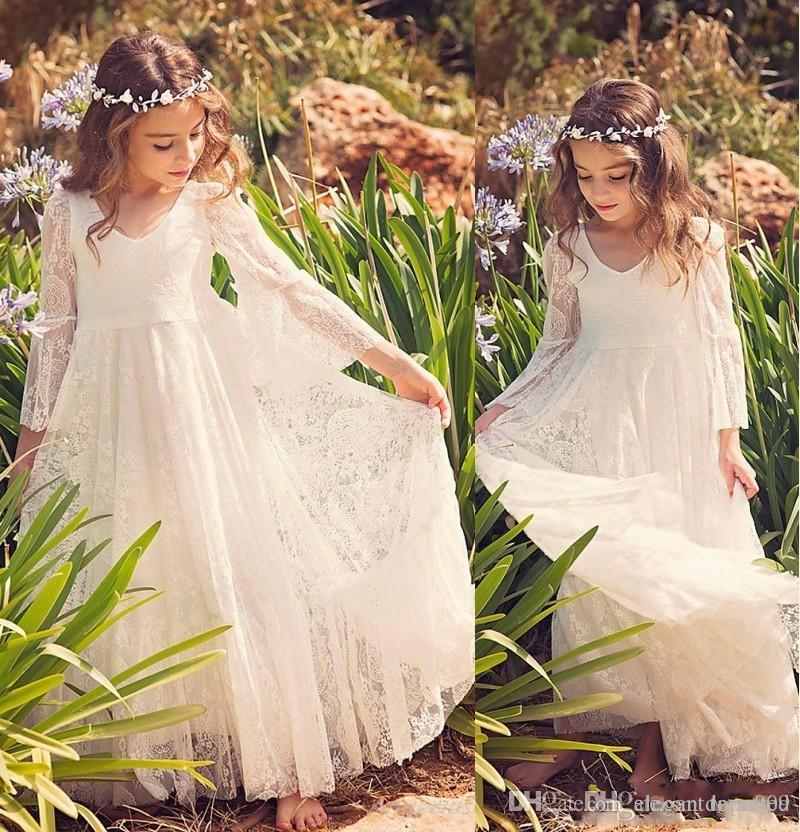 Nouveau Blanc Ivoire Plage Fleur Fille Robes Boho Première Communion Robe Pour Petite Fille Col En V À Manches Longues Pas Cher Une Ligne Enfants Robe De Mariage