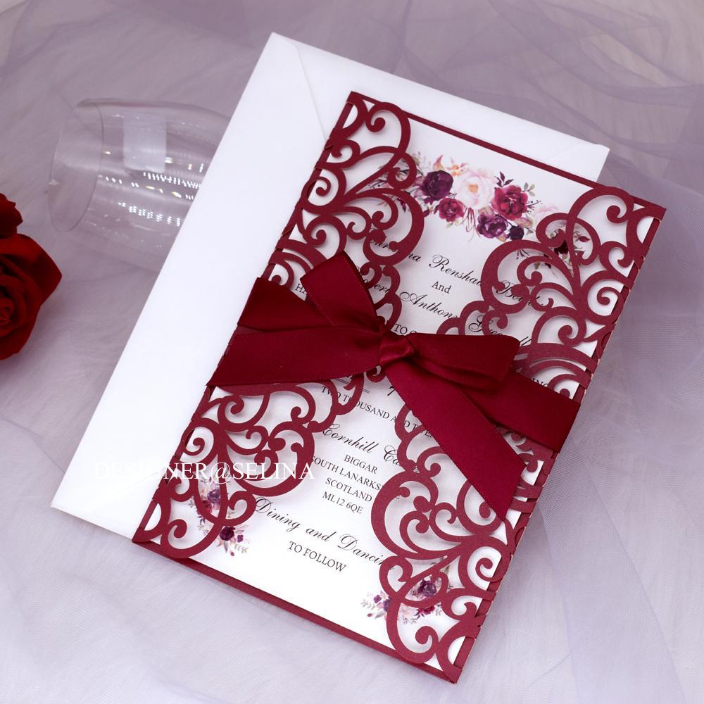 Marsala Bourgogne Laser Cut Quinceanera Invitation avec floral de ruban d'impression personnalisés Invitations de mariage, Soirée Invitations