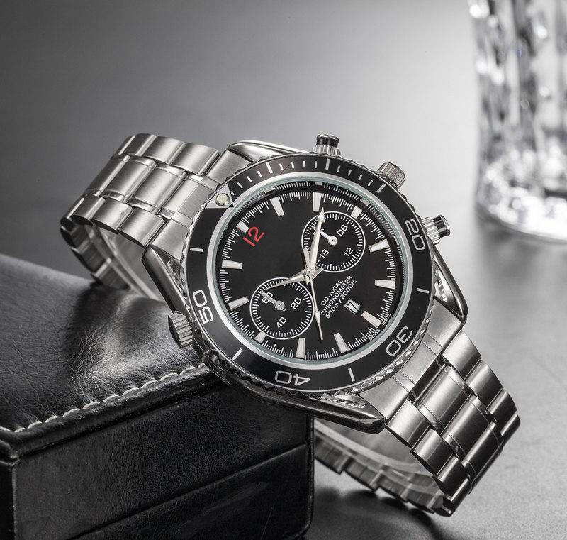Nouvelle arrivée de montres de luxe pour hommes d'affaires argent en acier inoxydable bracelet de montre de sport montre couleur vive cadran montre-bracelet avec date
