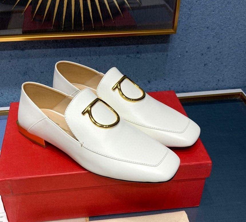 whosale على النساء العلامة التجارية الاصلية ملابس والاحذية، والأحذية التجارية، المصممة حذاء حقيبة الخ، وأفضل نوعية، 3colors الشحن، التي أدلى بها جلد الخراف الأصلي