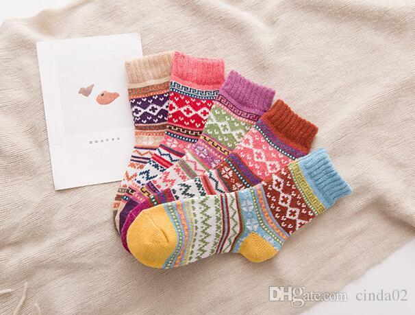 Automne Hiver Épaisse Chaud Pour Femmes Chaussettes Belle Douce Classique Multi Motif Laine Mélange Mélanges Littérature Art Style Cachemire