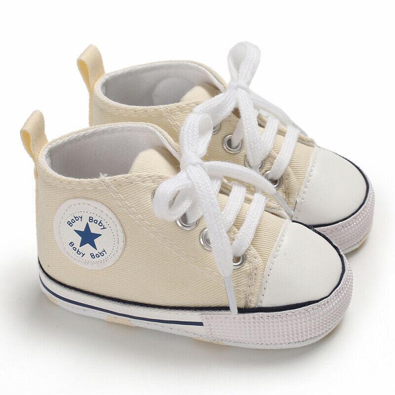La muchacha del bebé antideslizantes suavemente único cuna zapatos de lona casuales zapatillas de deporte de Prewalkers el primer caminante Zapatos lindos Carta encantador suave 0-18M