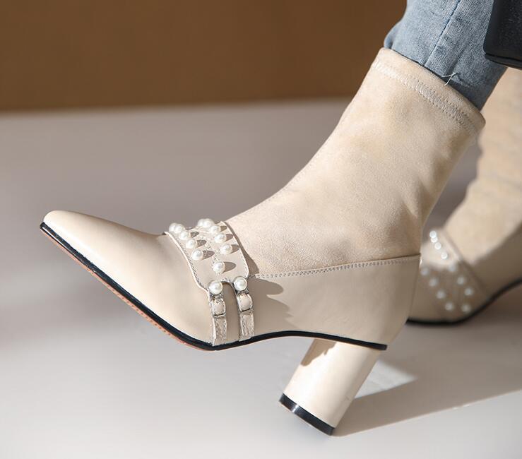 Com caixa de Mulheres Cowskin Vintage estiramento Tornozelo botas de camurça pérola pés prendedor Apontado robusto calcanhar Designer de moda de luxo Lady Martin Botas