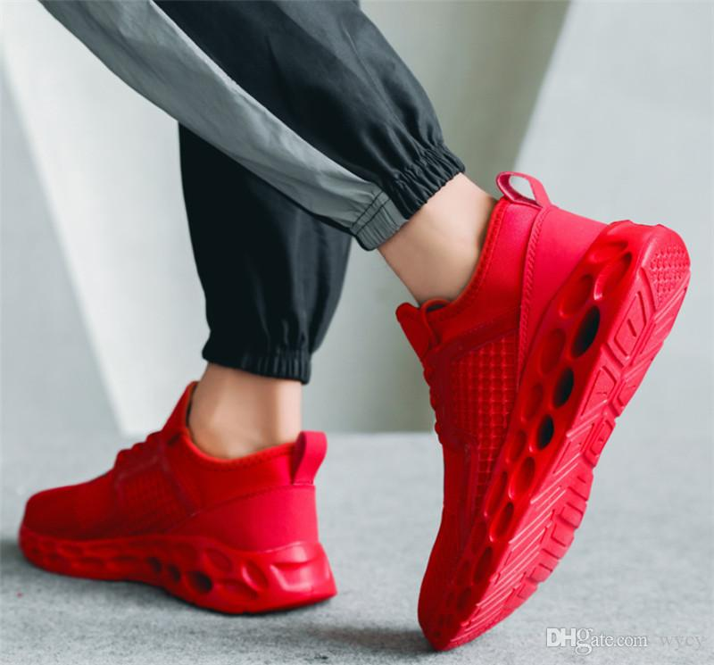 2019 저렴 한 야생 통기성 패션 디자이너 신발 스니커즈 블랙 레드 블루 스니커즈 남자의 경량 S- 신발