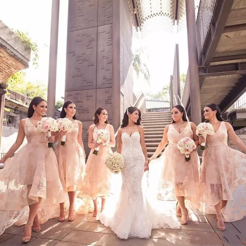 2019 Ülke Yüksek Düşük Stil Nedime Elbiseler V Yaka Dantel Aplike Kolsuz Düğün Parti Elbise Seksi Tül Balo Elbise Through Through
