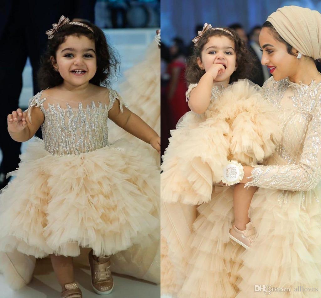 2020 Champagne Çiçek Kız Elbise Hi-lo Dantel Boncuklu Katmanlar Tül Küçük Kız Gelinlikler kap Kol ilk komünyonu Yarışması Elbiseler AL4102
