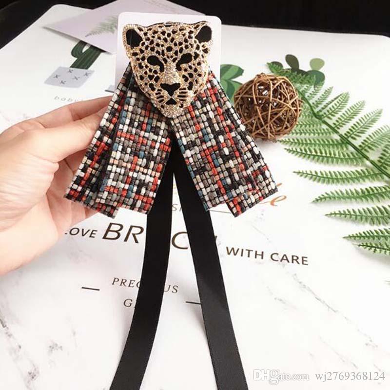 Eur moda hecha a mano de cristal Tiger Head Bowknot broche pines corbata estilos tela broche mujer niña traje camisa accesorios