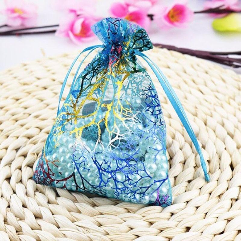 50pcs / lot Organza Cadeaux de Noël Sacs bonbons couleurs mélangées Sacs Faveurs de mariage Emballage Pochette de mariage Décoration Supplie